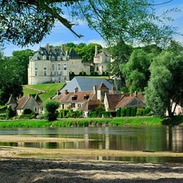 apremont sur allier plus beau village du cher